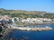Il porto di Aci Castello